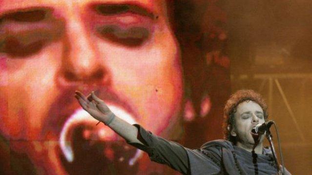 Gustavo Cerati,   durante a presentación con Soda Stereo en el estadio de la ciudad de Zapopan, Jalisco, México