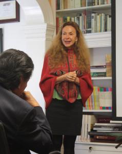 Antropologa y Autora Eliane Kapr Toledo durante la presentación del libro en el CLAS