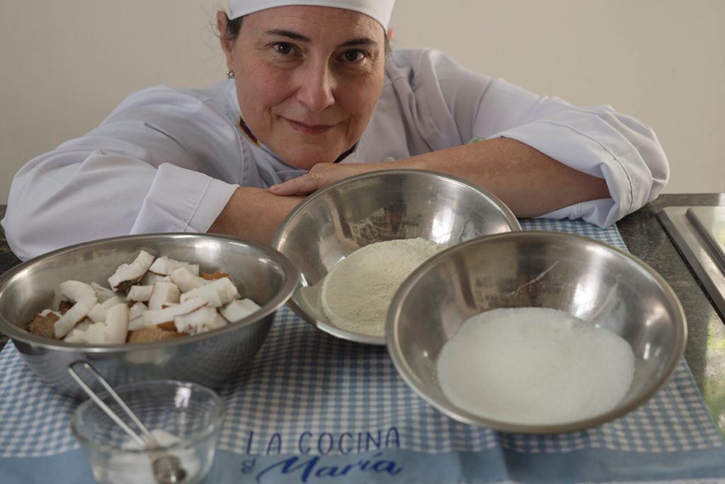 Maria Torres preparando sus creaciones desde Caracas.